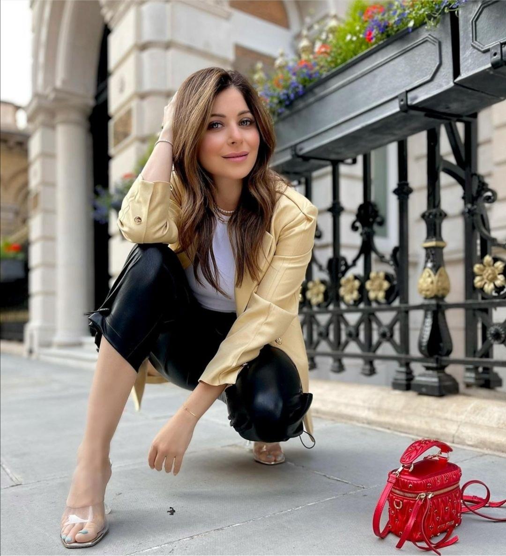 Kanika Kapoor Net Worth 2021 Income Salary